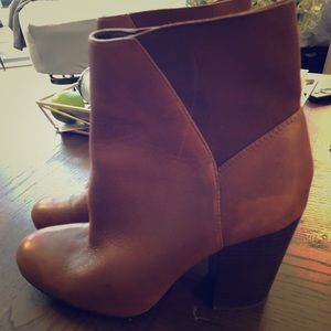BCBG generation leather boots